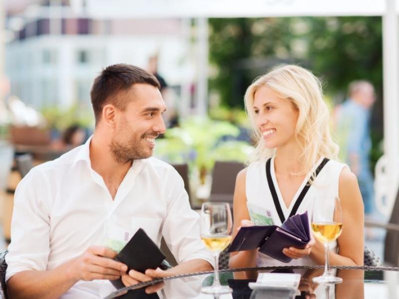 stosunek faceta do dziewczyny na portalach randkowych