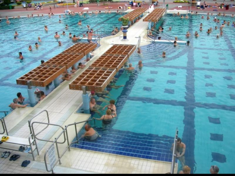 W pływaniu, sporcie niezmiernie popularnym na całym świecie, wykształciło się wiele reguł i zwyczajów, które funkcjonują jak pływacki kodeks.