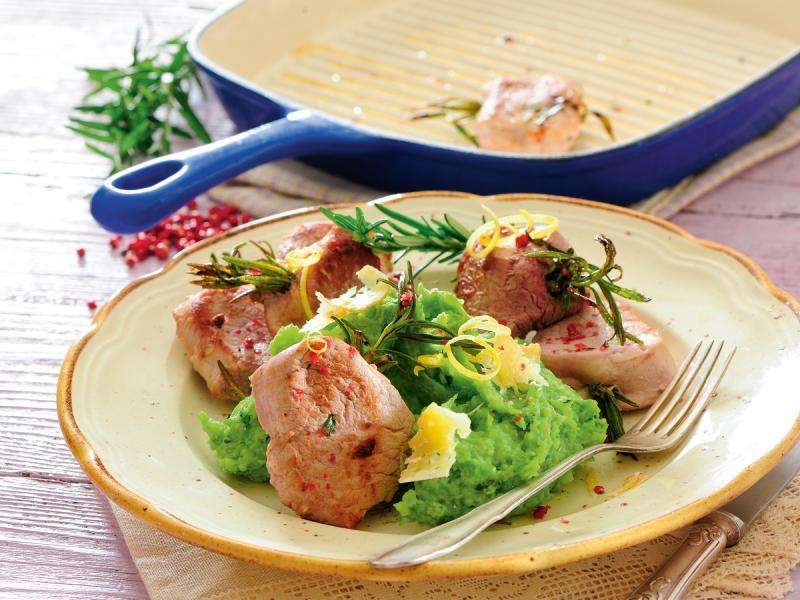 Polędwiczki z rozmarynem i puree z zielonego groszku