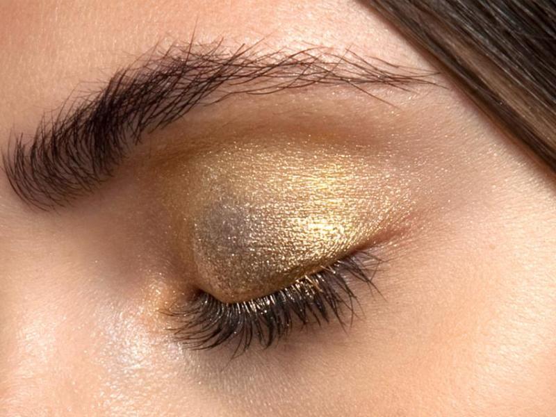 Pomysł na złote cienie do powiek