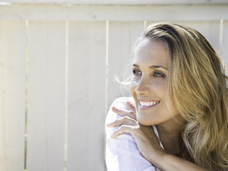 Powstrzymaj starzenie się skóry! Odżywienie, nawilżenie i uniesienie jej struktur dzięki Dermika Firm Age. To działa!