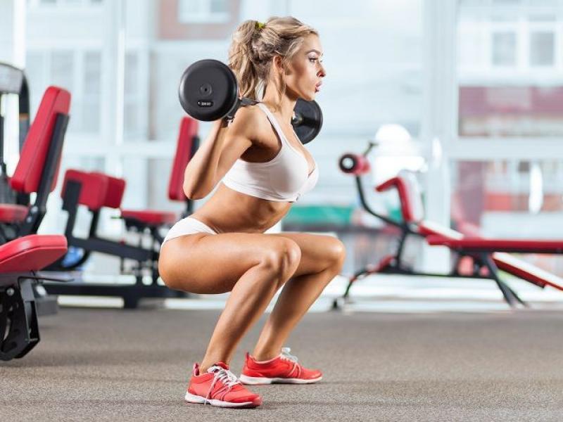 Wyciskanie żołnierskie - mięśnie biorące udział w ćwiczeniu, wykonanie