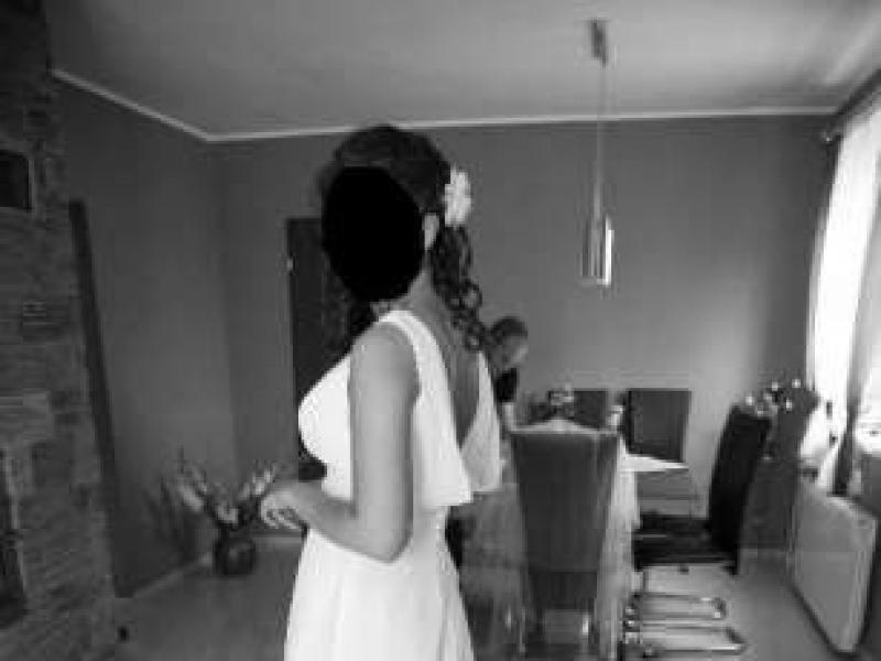42caf7a52d Prosta sukienka ślubna z trenem rozmiar salonowy 38 - Suknie ślubne -  Ogłoszenie - Komis