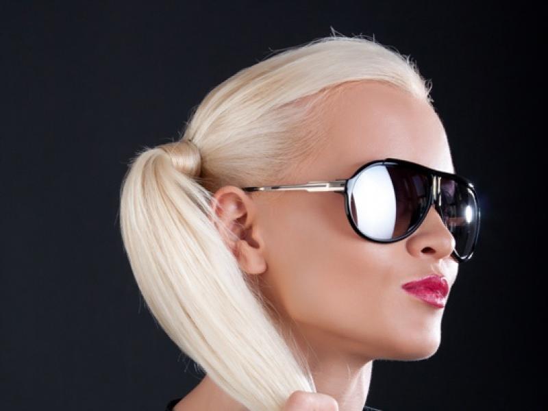Prostownica czy suszarka prostująca włosy – co jest lepsze i dlaczego?