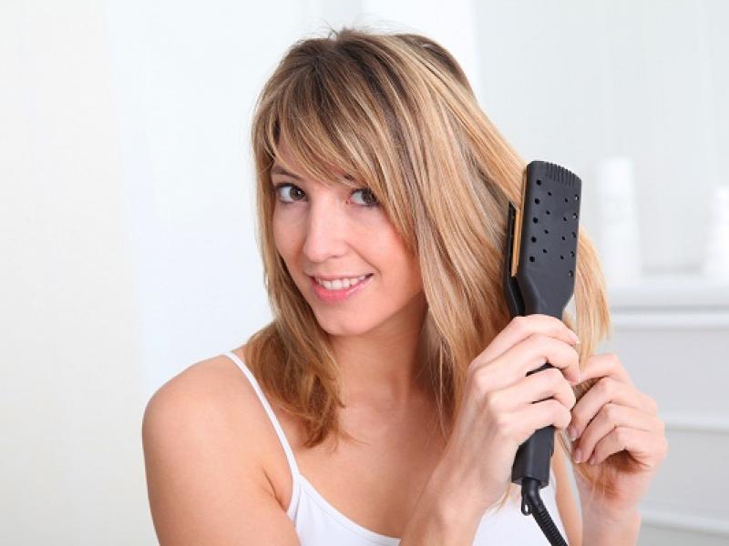 Prostownica, czyli jak prawidłowo prostować włosy?