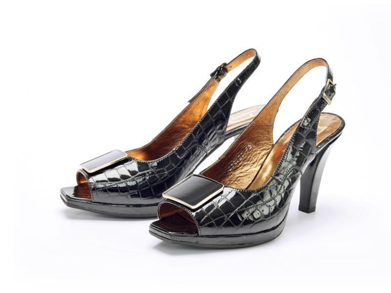 Przebój sezonu: pantofelki z krokodyla