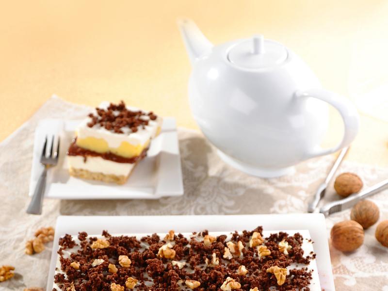 Przekładany placek czekoladowo-śmietankowy