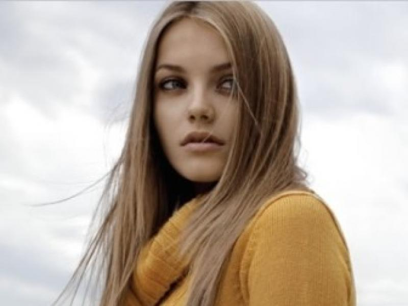 nagie młode modelki biała kobieta tryskać