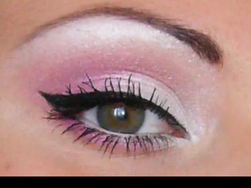 Różowo-biały makijaż oczu