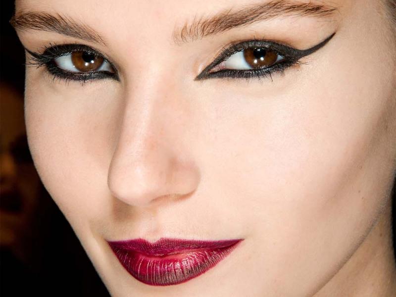 Seksowny makijaż dla brunetki i szatynki