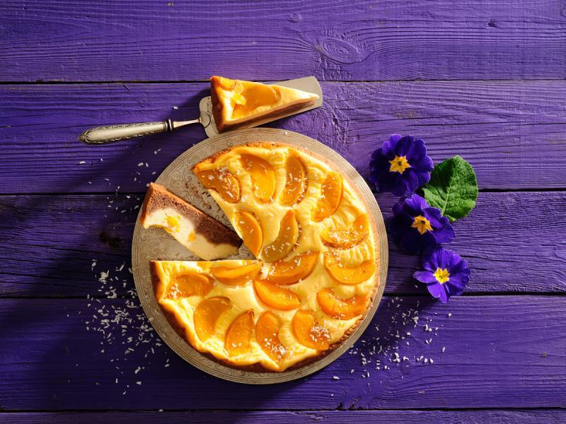 Sernik z pomarańczami i brzoskwiniami