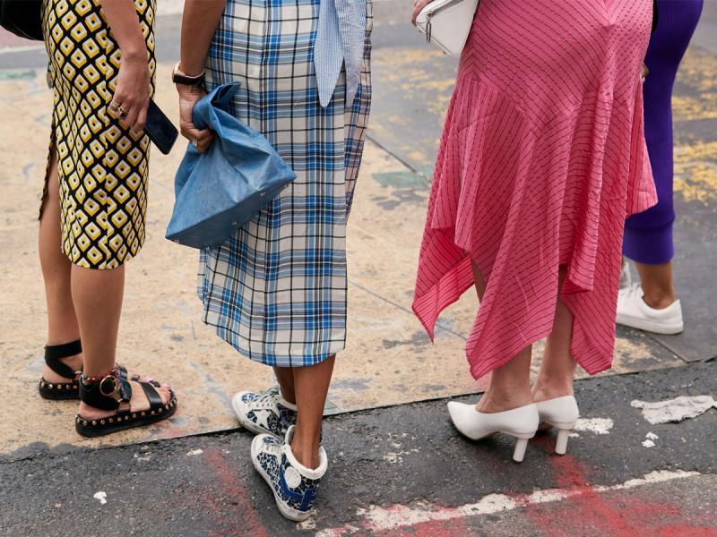 Spódnica midi - komu pasuje i jakie modele są modne?