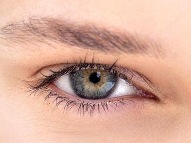 Sposób na opuchnięcia pod oczami