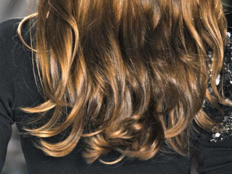 Sposoby fryzjera na włosy pełne blasku