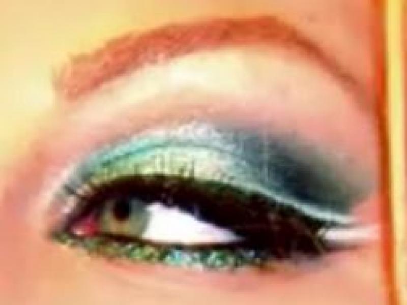 Srebrzystozielony makijaż oczu