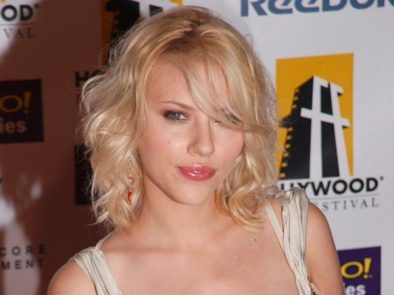 Subtelny makijaż Scarlett Johansson
