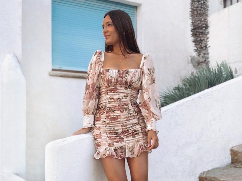 Sukienka W Kwiaty Z Zary Za 199 Zl W Mig Wyszczupli Sylwetke Pokochal Ja Caly Instagram Shopping Polki Pl