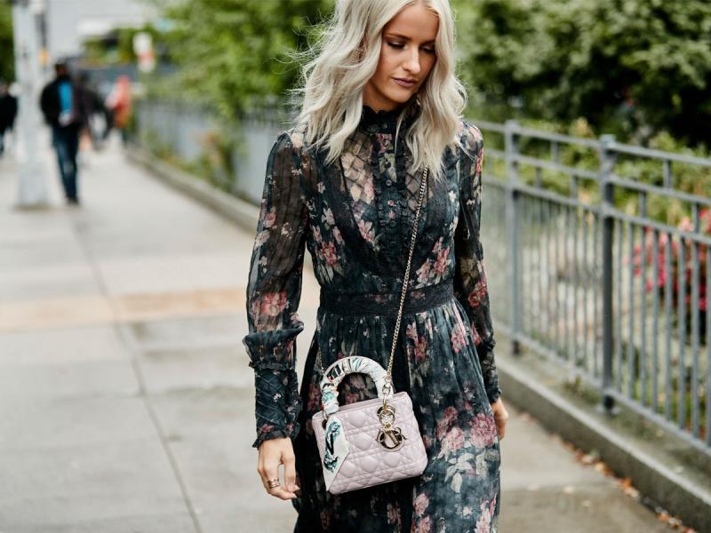 6b71c1bb50 Sukienki w kwiaty - klasyczne i ponadczasowe. Z czym je nosić ...