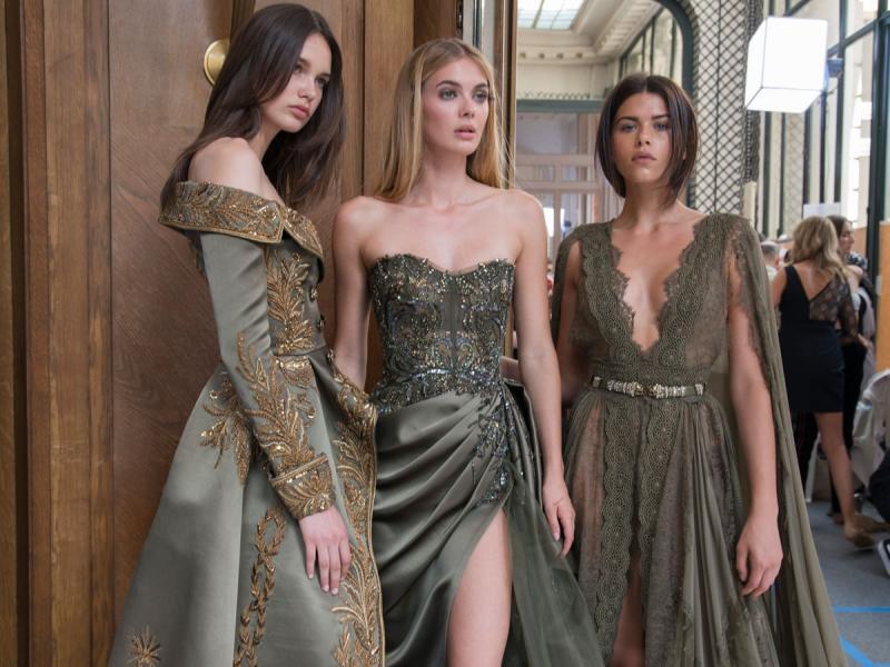 Sukienki wieczorowe 2019. Modne kolory i fasony (Przegląd i