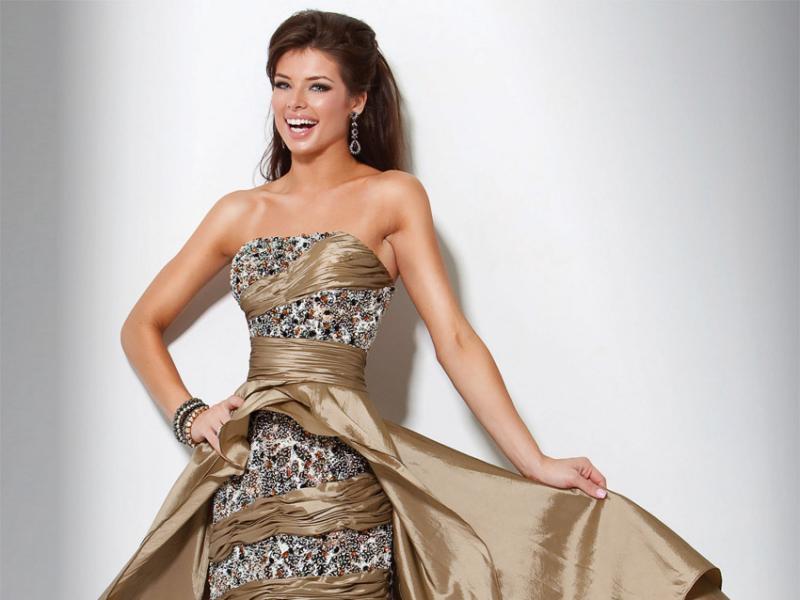 731265dda3 złota sukienka wieczorowa Evita - Sukienki wieczorowe na studniówkę - top  50 - Trendy sezonu - Zdjęcie 7 - Polki.pl