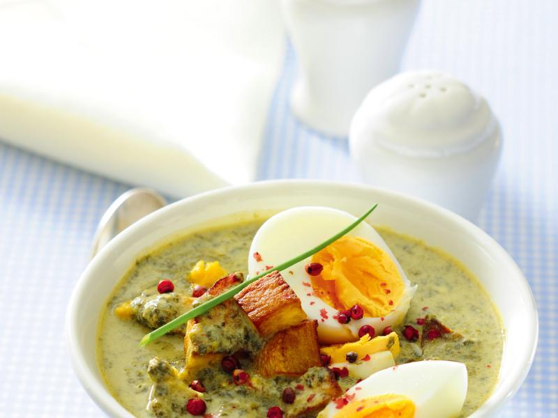 Szczawiowa zupa krem z jajkiem