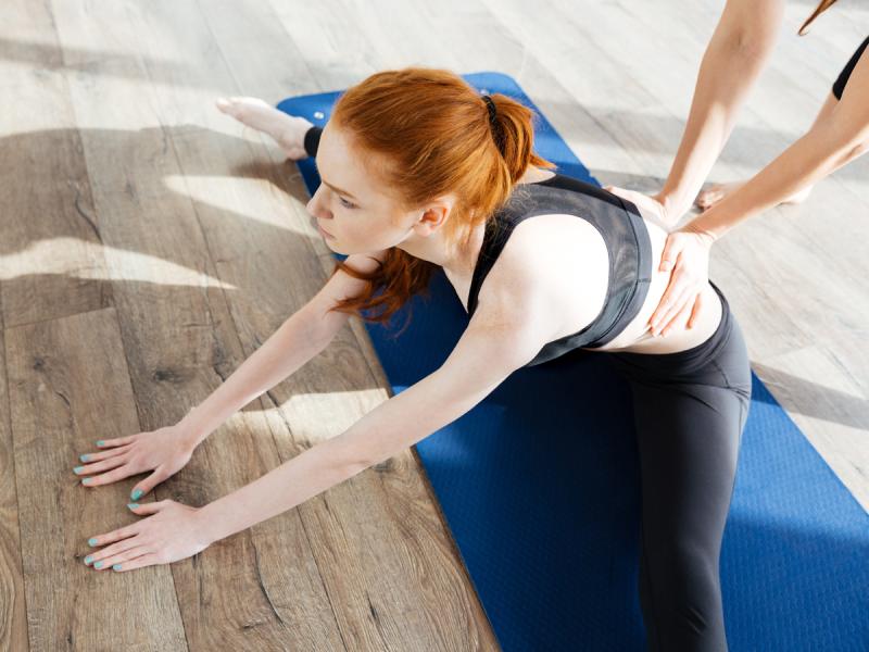 Szpagat to jedna z najłatwiejszych figur akrobatycznych. Chcesz go zrobić? Wystarczy miesiąc regularnych ćwiczeń