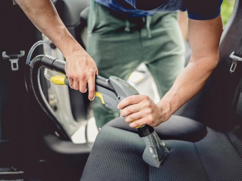 Szukasz dobrego odkurzacza samochodowego? Skorzystaj z naszych rad!