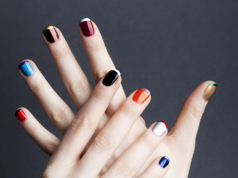 Tęczowe lakiery i peny do paznokci - jak one działają?