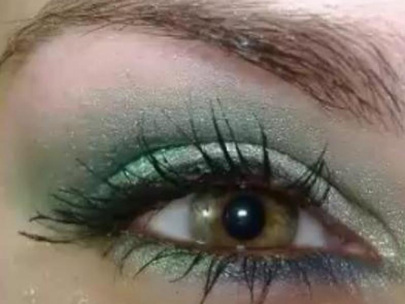 Turkusowo - zielony makijaż oczu