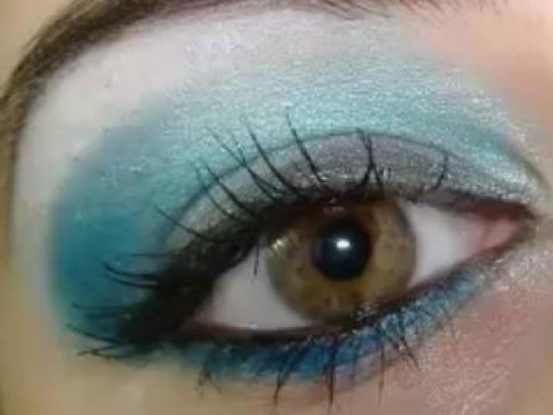 Turkusowy makijaż oczu (video)