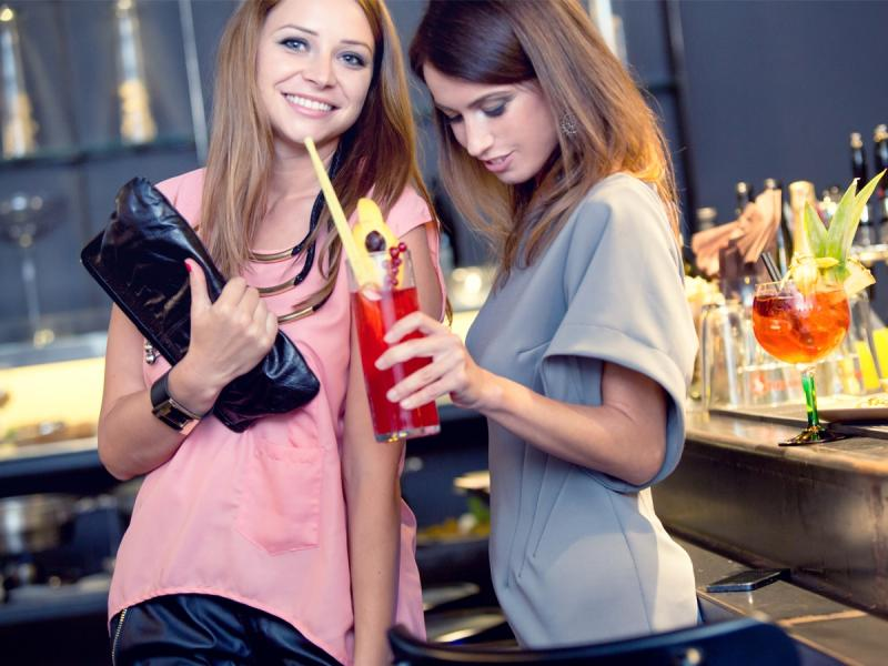 Tych 7 kosmetyków sprawi, że będziesz wyglądała rewelacyjnie na każdej letniej imprezie!