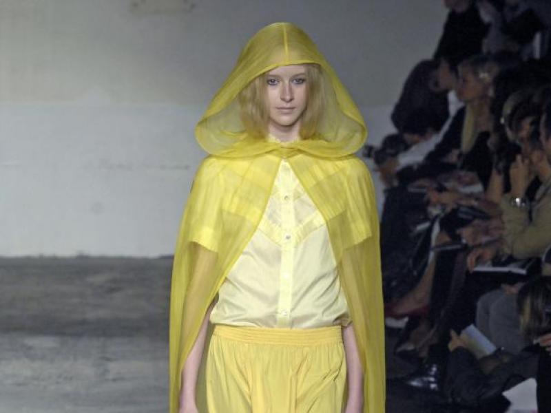 Ubrania w kolorze bananowego kremu