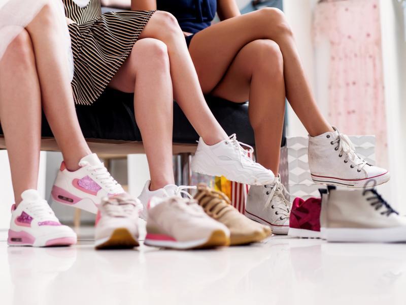 5037f1f22640d CCC przejmuje udziały w DeeZee.pl. Popularna marka obuwnicza zniknie ...