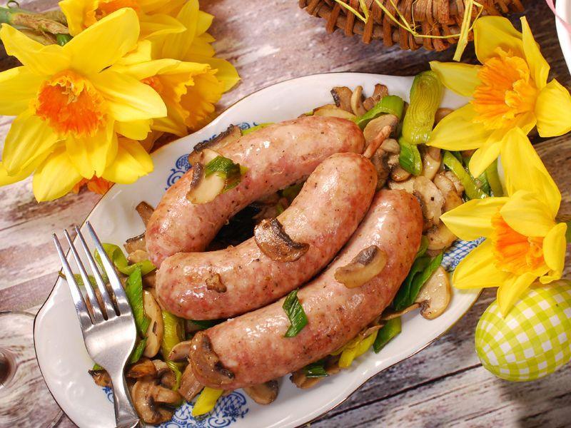 """""""Uroda Życia"""": białe kiełbaski pieczone z warzywami"""