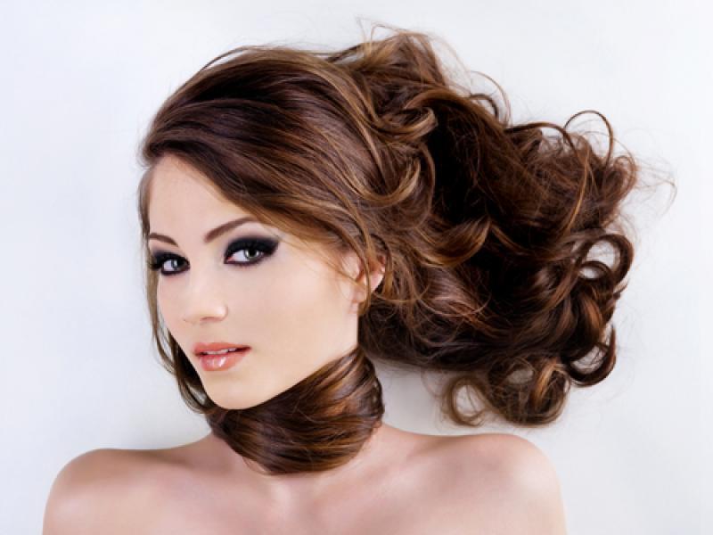 wypadanie włosów po lekach hormonalnych