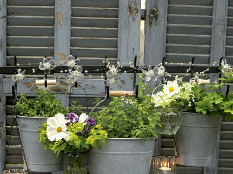 Контейнеры для цветов в саду своими руками.