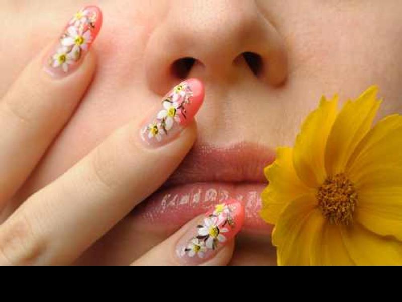Wędrówka po salonach piękności dla zdrowych paznokci