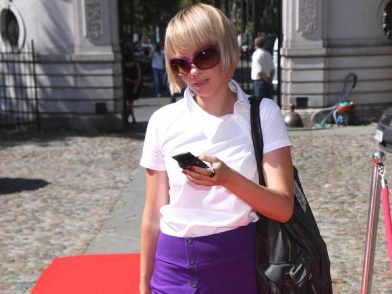 Weronika Marczuk-Pazura: biel kontra śliwka