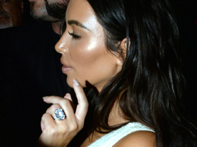 Wiemy kogo Kim Kardashian obwinia o kradzież pierścionka za 11 mln $