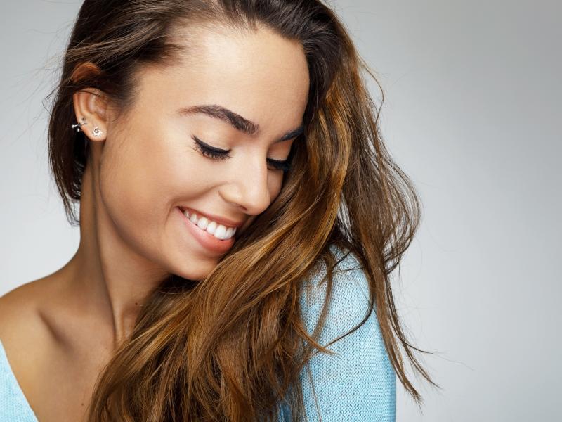 Witaminy A i E to witaminy młodości! Jak wpływają na twoją skórę, włosy i paznokcie?