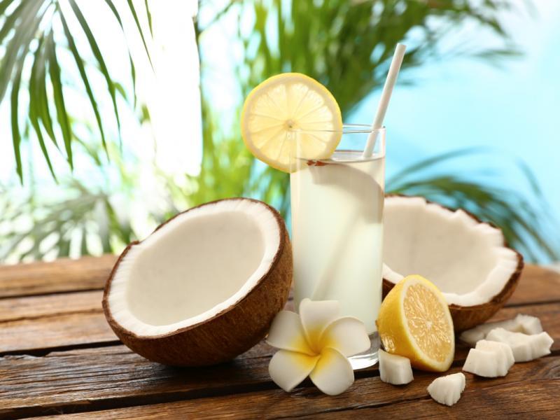 Co daje woda kokosowa?