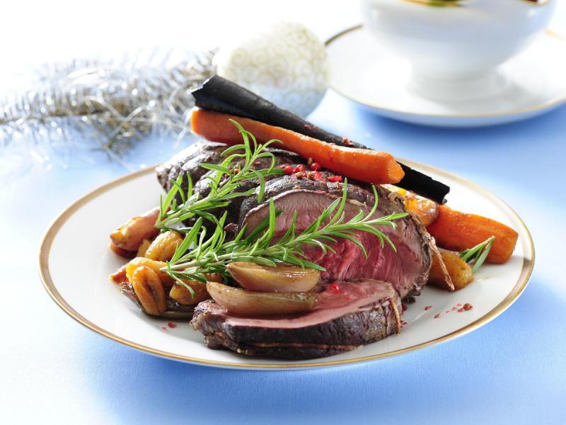 Wołowina w sosie z wina, ziół i warzyw