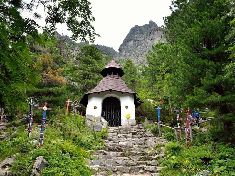 Wśród skał, kosodrzewiny i limb – symboliczny cmentarz pod Osterwą
