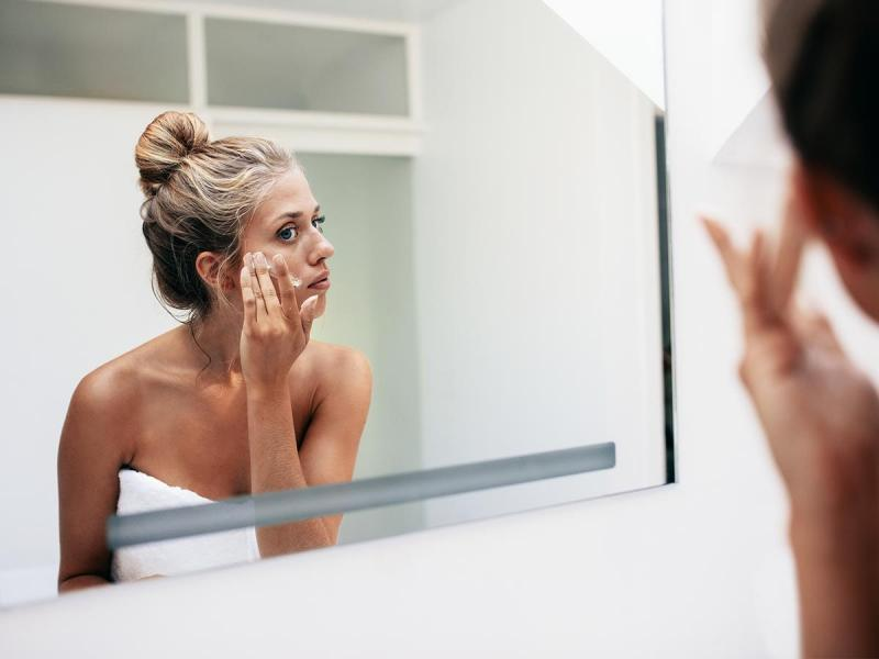 Wszystko, co musisz wiedzieć o pielęgnacji suchej skóry