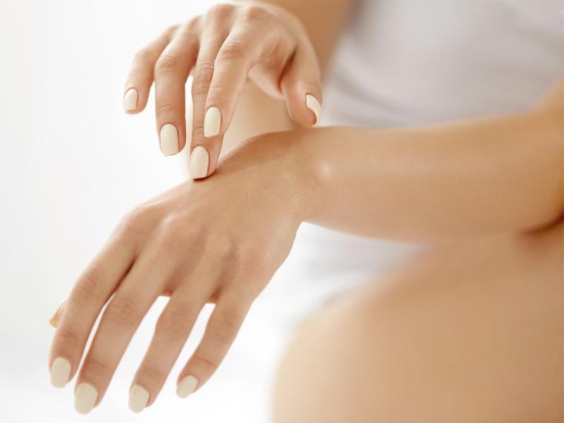 Zanokcica to jedna z groźniejszych chorób paznokci. Jak z nią walczyć?