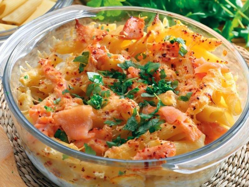 Zapiekanka makaronowa z łososiem