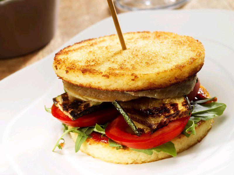 Zdrowe burgery z kuskusem i warzywami