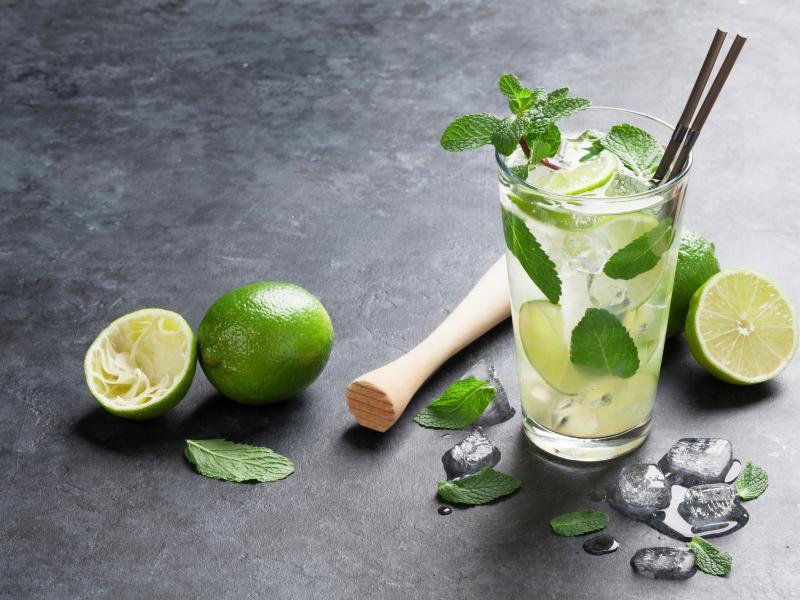 Zielone koktajle z rumem i whisky