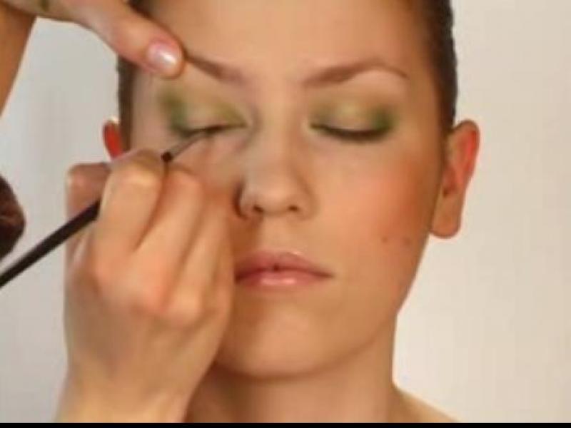 Zielony makijaż oczu (video)