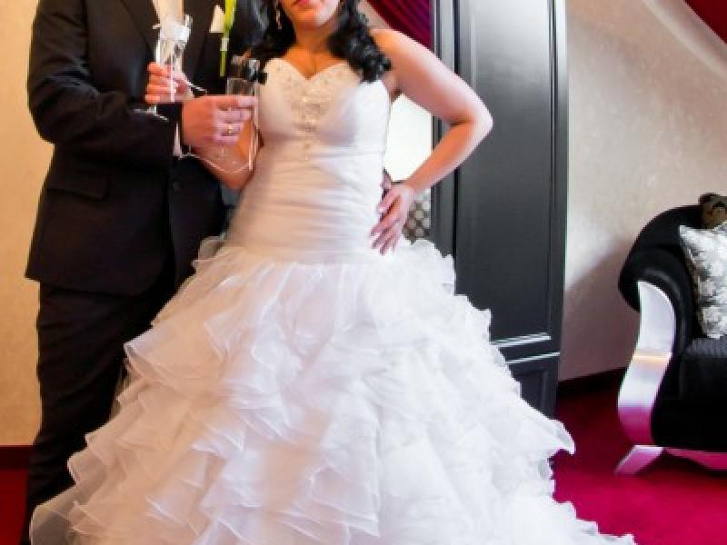 Super zjawiskowa suknia ślubna cyrkonie - Suknie ślubne - Ogłoszenie HJ93